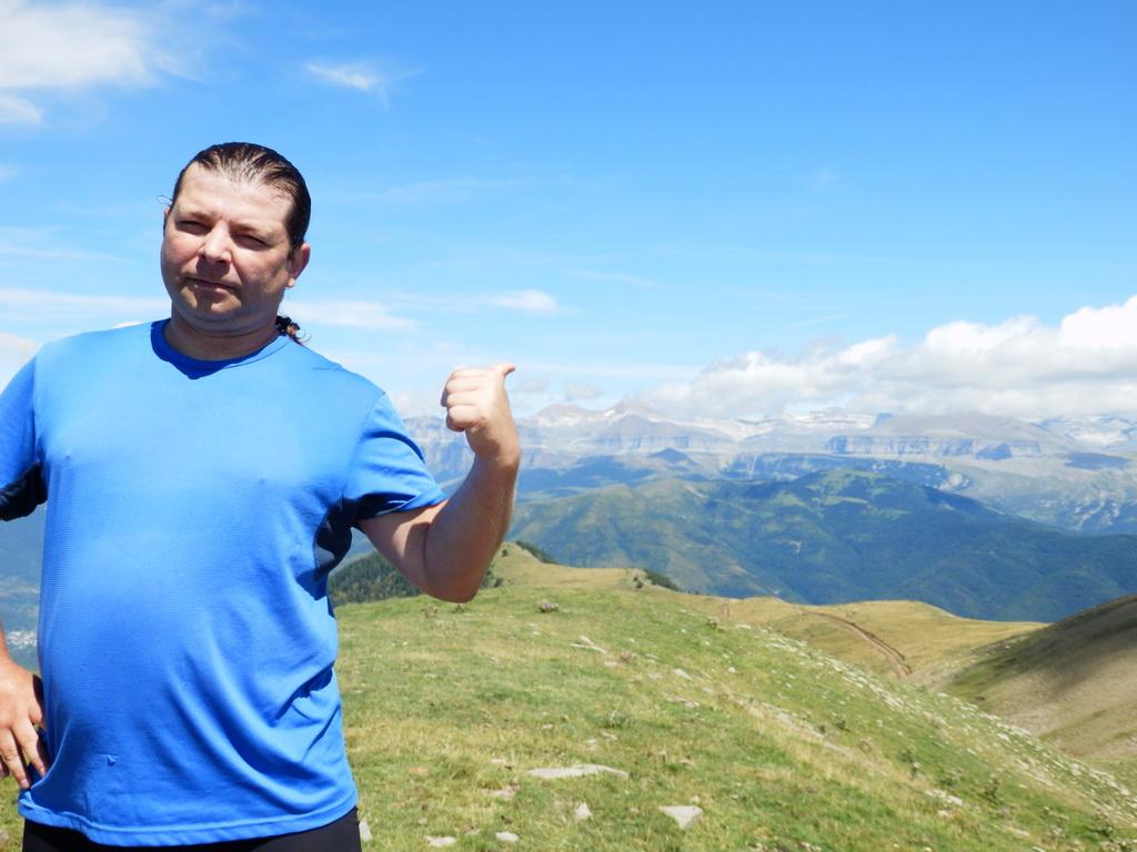 Peaks Coronas 1.954m - Aug 2014