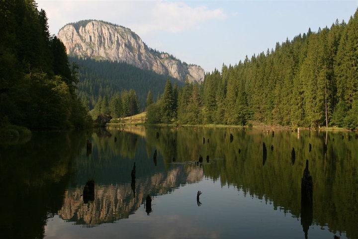 Lacul-Rosu-Cheile-Bicazului